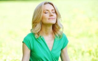中醫認為盤腿靜坐可以讓自己的意識更強大,不容易被消極思想給控制,也就不容易進入憂鬱狀態。(Fotolia)