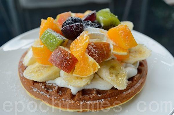 健康點心應選擇無添加糖的食品。圖為水果鬆餅(蘇玉芬/大紀元)