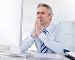 中年男人在社会、家庭和事业之间疲于奔命,最容易透支的就是健康,因此修身保健是中年男人的当务之急。(Andrey Popov/fotolia.com)