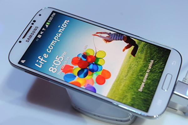 """现在的智能手机多是""""锂离子""""(lithium-ion)电池,没有所谓的记忆效应问题,最好的方法就是让智能手机随时保持最佳满格状态。(Don EMMERT / AFP)"""