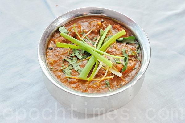 一些現成的湯、拌和調味料及即食餐,可能會含有比想像中要多的糖量。圖為印度烤雞塊咖哩。(宋祥龍/大紀元)
