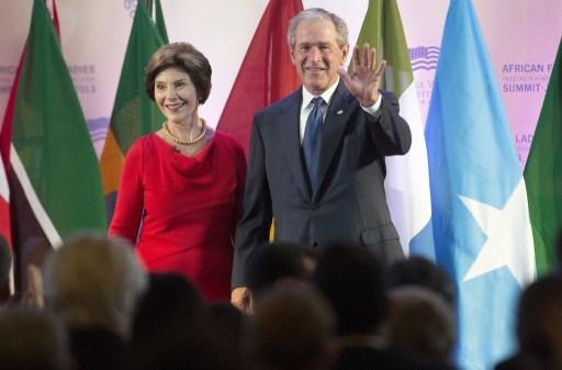 美國前總統小布什於1975年畢業於哈佛大學商學院。(JIM WATSON/AFP)