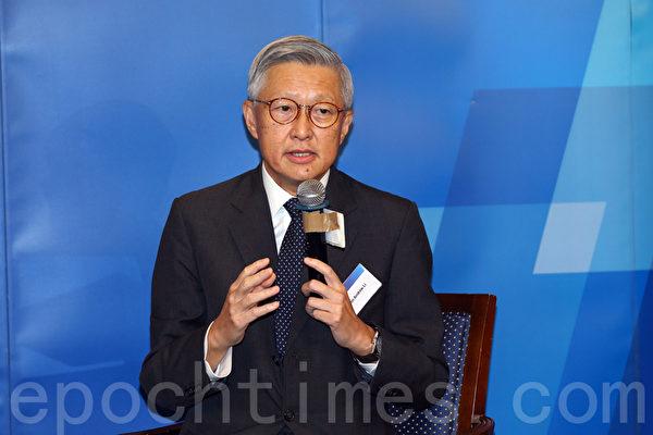 终审法院前首席法官李国能就白皮书首次公开表态,强调法官没有任何主人,司法机关不属于行政当局。(潘在殊/大纪元)