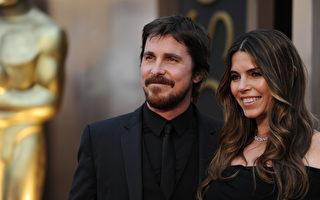 2014年3月2日,克里斯蒂安•贝尔与妻子思碧出席第86届奥斯卡颁奖礼。(AFP PHOTO / Robyn BECK)