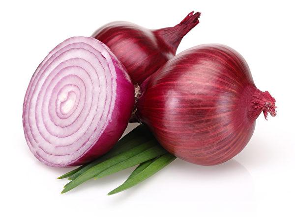有机硫化合物,是使洋葱散发强烈气味的成分也是它许多健康的特质。(Fotolia)
