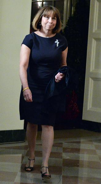 《紐約時報》第一位女性總編艾布拉姆森,在1976年以「全優」(magna cum laude)的成績畢業於哈佛大學歷史學系。(NICHOLAS KAMM/AFP)