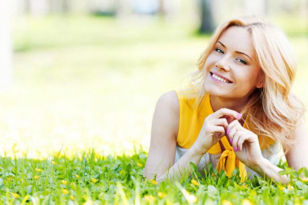 """健康的眉毛整齐有光泽浓淡适中即所谓""""寿眉""""。(fotolia)"""
