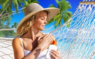 在炎炎夏日,出門應戴好帽子,塗抹防曬油,這些都是常見的防曬手段。(Fotolia)