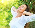 简单的按摩,也有美容护肤效果。(fotolia)