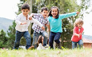 一群快樂孩子在玩耍。(Fotolia)