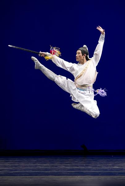 2010年第四届新唐人全世界中国古典舞大赛少年男子组金奖陈俊丞。(戴兵/大纪元)