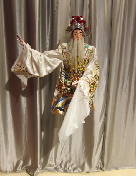 傀儡戲民間俗稱為「嘉禮戲」,唐代時為民間俗戲,在宋代時興盛普及,並出現各種不同操作類型的傀儡。(鍾元/大紀元)
