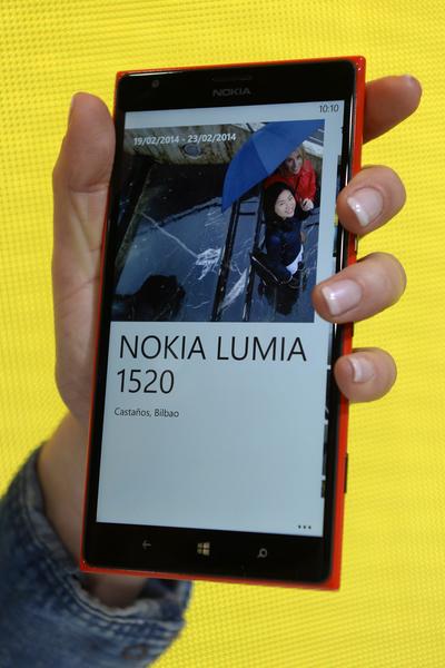 Nokia Lumia 1520是首支Windows系统的智能平板手机(Phone + Tablet = Phablet)。超大萤幕有更多空间可以放进更多的应用程序和Live Tiles。(LLUIS GENE/AFP/Getty Images)