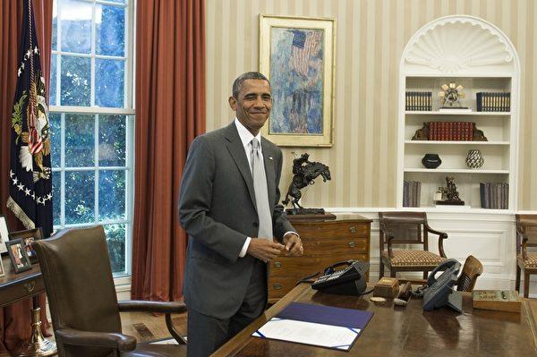 奧巴馬於1988年進入哈佛法學院就讀,1991年以「全優」(magna cum laude)的榮譽取得JD學位。(SAUL LOEB/AFP/Getty Images)