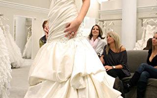 组图:纽约时尚总监教新娘对婚纱说Yes