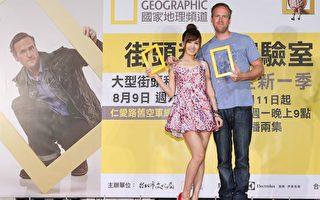 英國科學節目主持人提姆‧蕭(右)抵台宣傳,與台灣女星翁滋蔓開心合影。(FIC提供)