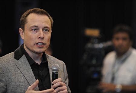 時至今日,人工智能技術在人類生活中的應用屢見不鮮,對此特斯拉汽車和SpaceX創始人、億萬富翁伊隆‧馬斯克表示,人工智能比核技術更危險。(Robyn BECK/AFP)