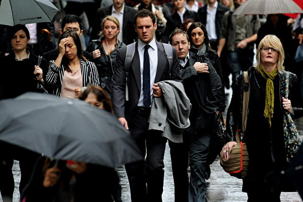 澳洲就业总体形势良好,但仍有百余万人工作量不足,处于半失业状态;尤其是入门级工作的竞争越来越激烈。(AFP)