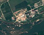 科學與國際安全研究所(ISIS)在最新的一份研究報告中披露,北韓正在擴大整治寧邊的核廠設備。本圖為2012年8月22日拍到的寧邊核廠衛星照,專家懷疑圓形屋頂建築為輕水反應爐所在地。(GeoEye Satellite Image/AFP)