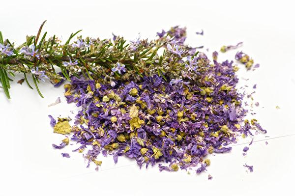 薰衣草能舒解压力安定神经,当茶饮能帮助夜夜好眠。(Fotolia〉