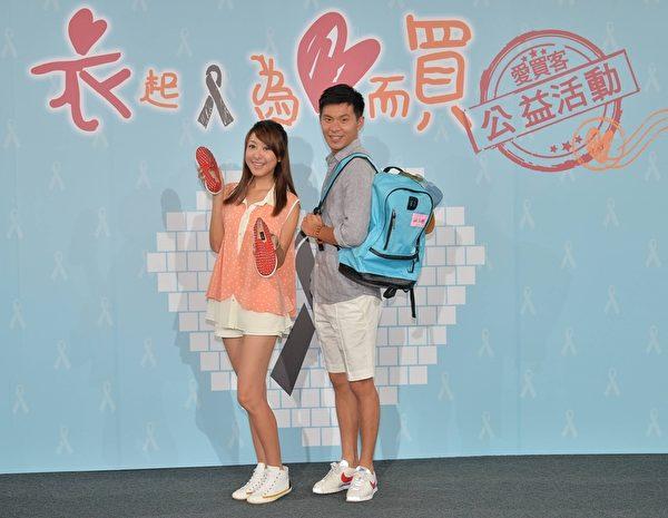 蒋孟玲(左)与姚淳耀娟个人物品。(三立提供)