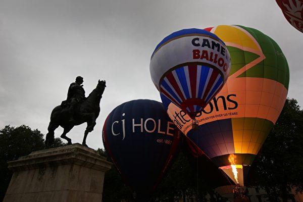2014年8月8日,英国布里斯托尔的国际热气球节热闹登场。(Peter Macdiarmid/Getty Images)
