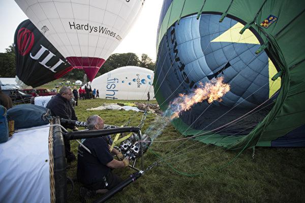 2014年8月8日,英国布里斯托尔的国际热气球节热闹登场。(Oli Scarff/Getty Images)