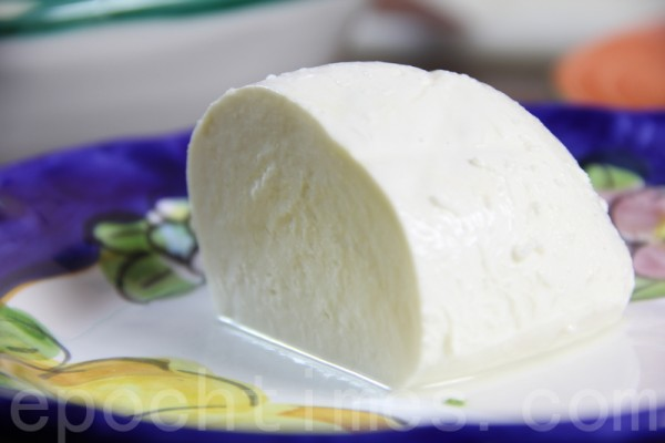 摩佐瑞拉起司mozzarella cheese。(ALEX/大纪元)