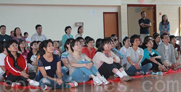 府華僑文教服務中心於8月1日至3日舉辦「2014年海外民俗文化種子教師培訓班」,並在培訓最後一天下午舉行結業典禮。(攝影:何伊/大紀元)