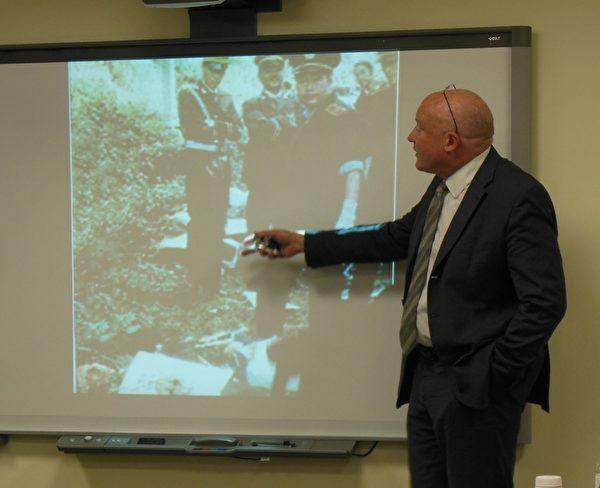 伊森‧葛特曼披露中國軍方、警方在死刑犯行刑現場圖片。(李辰/大紀元)