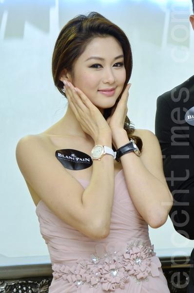 岑丽香担任腕表活动模特儿。(宋祥龙/大纪元)