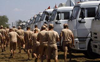 2014年8月14日,俄羅斯人道救援隊抵達距離烏克蘭邊境約30公里處的羅斯托夫地區。圖為俄國卡車司機。(ANDREY KRONBERG/AFP/Getty Images)