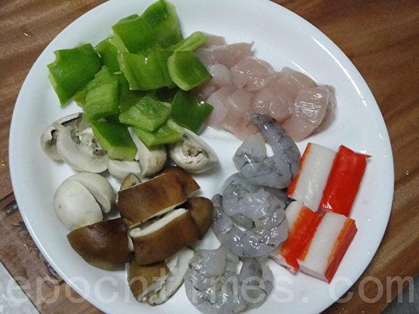 炒料食材。(摄影:淑萍/大纪元)