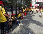 """8月17日,在香港特首梁振英亲自签名推动下,由香港亲共阵营总动员的""""反占中游行""""闹剧,大会声称有多达1500个亲共团体,合共19.3万人参加,加上持续一个月自称有120多万的反占中签名活动,令香港地下党组织前所未有地大曝光,当中不少是各类巧立名目的联谊会、社团联会等,亦都是中共外围特务组织。(潘在殊/大纪元)"""