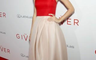 泰勒·斯威夫特(又译:泰勒丝)亮丽出席本片纽约首映会。(采昌提供)