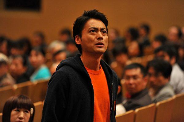 山田孝之在片中饰演拥有自我疗愈能力的超能力者。(采昌提供)