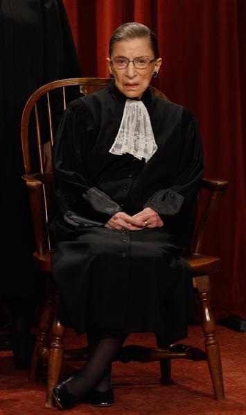 鲁思.金斯伯格(Ruth Ginsburg),现任美国最高法院大法官,是最高法院第二位女性大法官,亦是目前唯一一位犹太女性大法官。 (Photo by Chip Somodevilla/Getty Images)