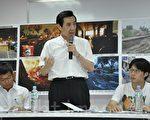 總統馬英九22日南下高雄,與罹難者家屬及災民自救會代表會談,聽取心聲及需求。(李晴玳/大紀元)