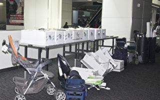 旧金山国际机场安检处失物招领,图为遗失的行李箱。(杨帆/大纪元)