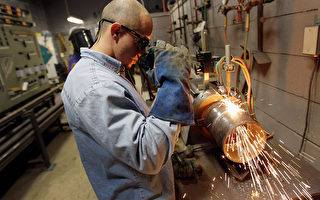 美國學債高築 專家提議增強職業教育