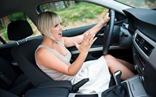信不信由你:男女駕車闖紅燈比例相當