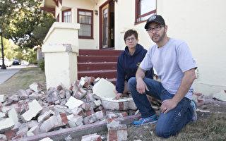 加州舊金山地區2014年8月24日發生地震。住在納帕谷市區的居民邁克科恩(George McCuen)家破損嚴重。(馬有志/大紀元)