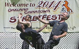 圖說:2014年舊金山灣區奧克蘭中秋擺街會,8月23日和24日兩天在奧克蘭中國城熱鬧舉行。圖為開幕儀式和舞臺表演。(馬有志/大紀元)