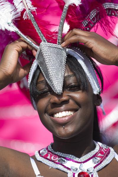 """8月24日,""""诺丁山狂欢节""""在伦敦西区展开,诺丁山地区洋溢着欢乐气氛。(JUSTIN TALLIS/AFP)"""