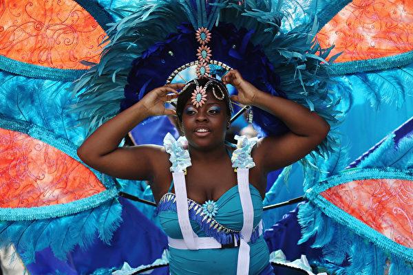 """8月24日,""""诺丁山狂欢节""""在伦敦西区展开,诺丁山地区洋溢着欢乐气氛。(Dan Kitwood/Getty Images)"""