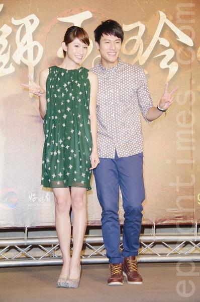 李千娜(左)、张睿家于8月26日在台北出席《铁狮玉玲珑2》开拍记者会。(黄宗茂/大纪元)