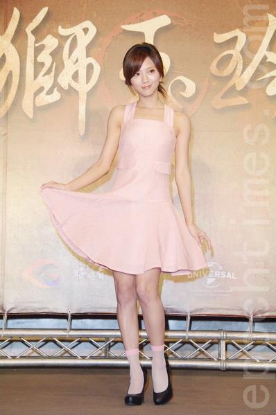 豆花妹于8月26日在台北出席《铁狮玉玲珑2》开拍记者会。(黄宗茂/大纪元)