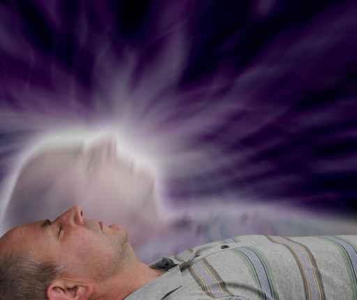 據麥美倫英英辭典(Macmillan Dictionary)上的解釋,靈魂離體是指人的靈魂離開肉體,看著正在發生的事情的狀態。(fotolia)