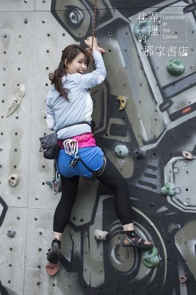 王乐妍露出灿烂微笑,其实心里吓得要死。(华视提供)