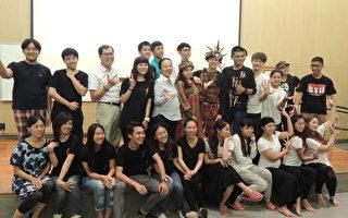 2014小剧场戏剧节舞出活力,县长张花冠在场加油。(嘉义市政府提供)